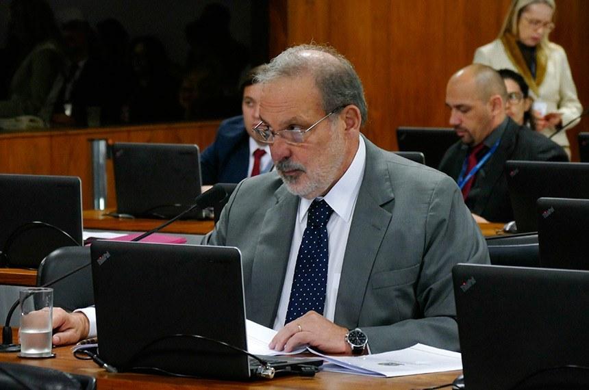 Plenário vota selo de desburocratização na administração federal